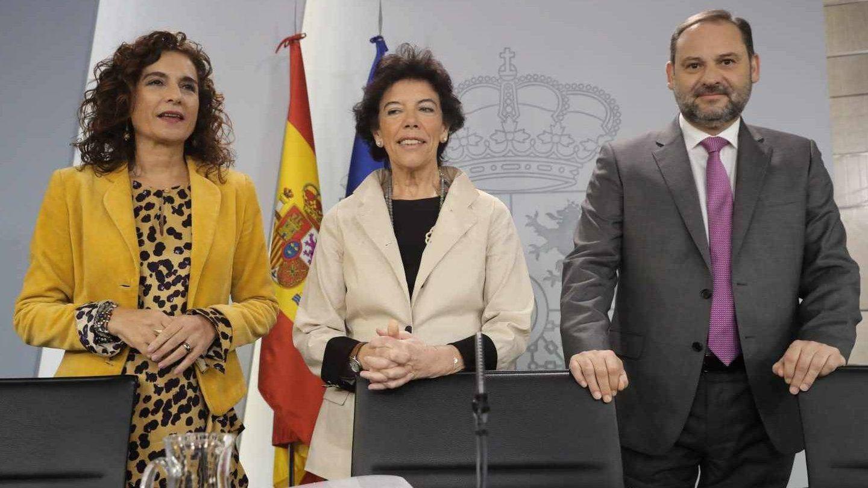 María Jesús Montero, Isbael Celaá y José Luis Ábalos tras anunciar el nuevo decreto. EFE