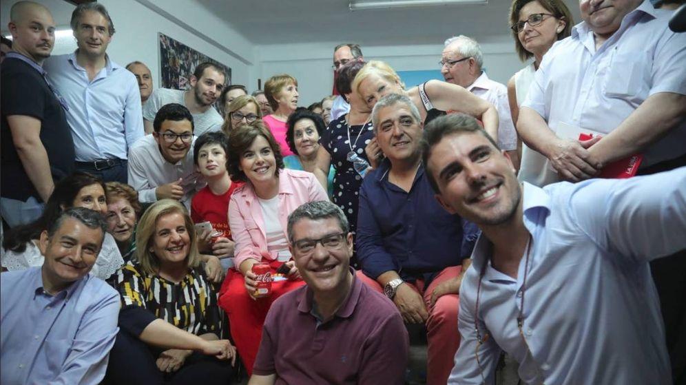 Foto: Soraya Sáenz de Santamaría, cuando visitó la sede de Puente de Vallecas el pasado 25 de junio