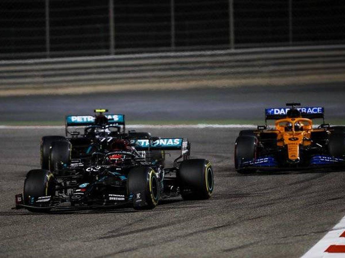 Foto: Carlos Sainz atacó a Bottas en la segunda vuelta, rodó tercero en el primer relevo, y adelantó al finlandés al final de la prueba