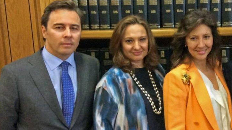 Dimas Gimeno y sus primas, las hijas de Isidoro Álvarez, Marta y Cristina. (Fundación Ramón Areces)