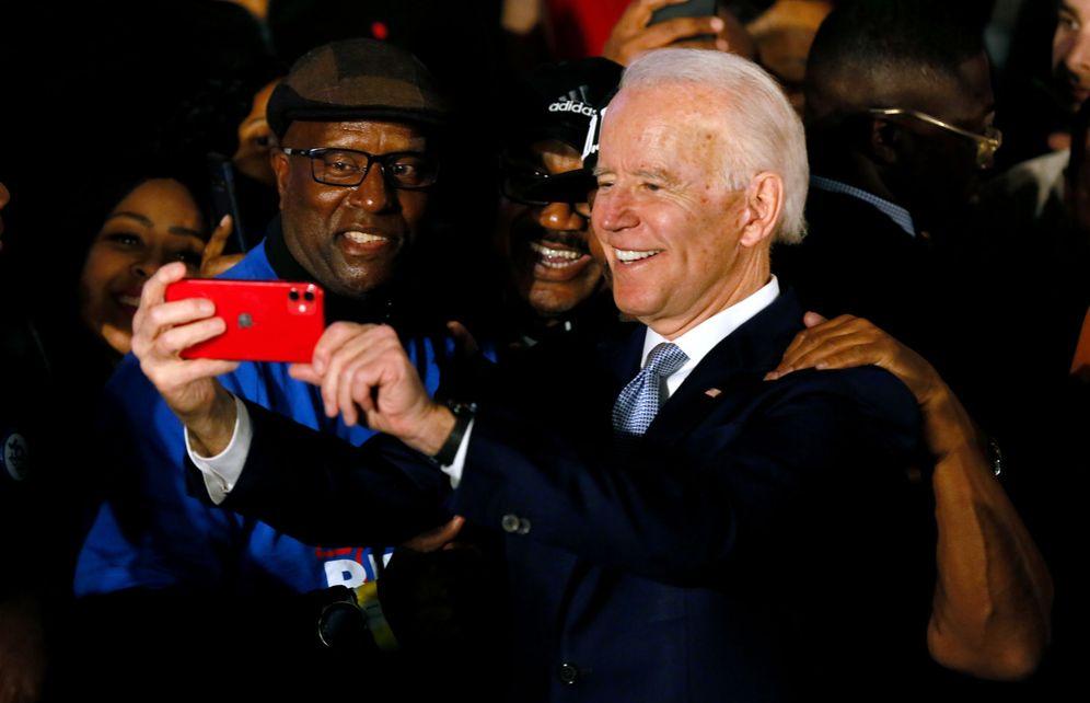 Foto: Joe Biden celebra junto al público su victoria en Carolina del Sur. (Reuters)