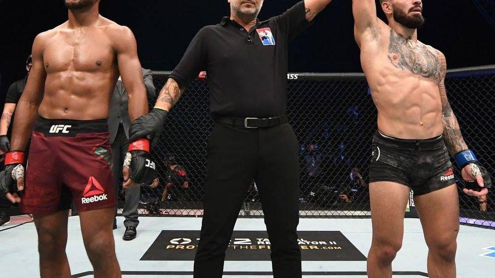 Foto: Ilia Topuria es declarado ganador del combate. (UFC Instagram)