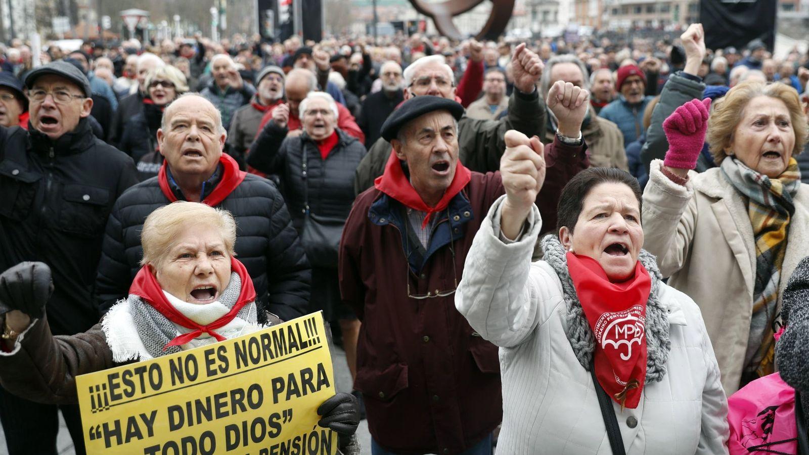 """Foto: Pensionistas vascos, en una protesta a principios de año para reclamar pensiones """"dignas"""". (EFE)"""