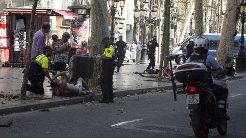 Las imágenes del atentado de las Ramblas de Barcelona: decenas de personas en el suelo