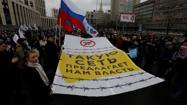 Protestas contra la nueva ley rusa. (Foto: Reuters)