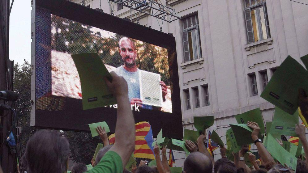 Foto:  Pep Guardiola (en la imagen), da su apoyo a la manifestación convocada por la ANC con motivo de la Diada de 2012. (EFE)