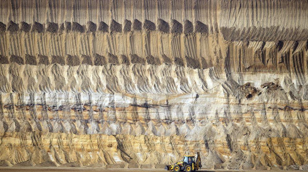 Foto:  Una máquina excavadora en la mina de carbón a cielo abierto en Garzweiler (Alemania). (EFE)