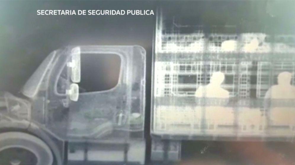 Foto: Migrantes en el interior del vehículo, vistos a través de rayos X. (Reuters)
