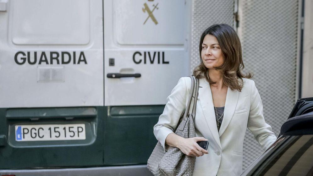 Foto: Lucía Figar, en una de sus comparecencias en la Asamblea de Madrid. (EFE)