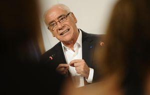 El consejero andaluz de Educación colocó y subvencionó a su secretaria