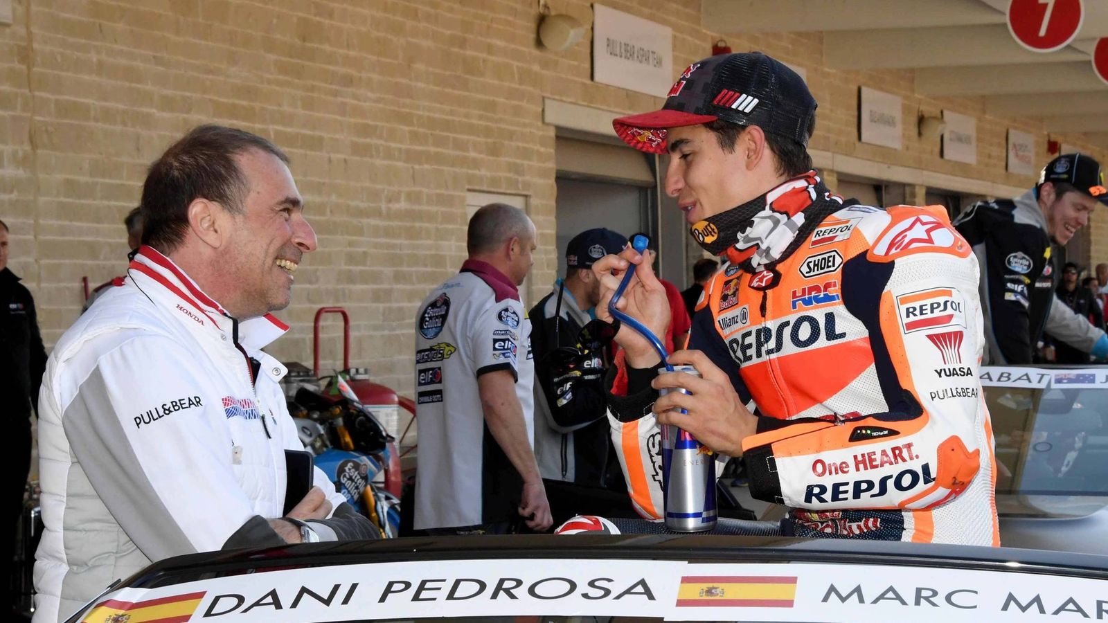Foto: Livio Suppo habla con Marc Márquez en Austin esta temporada. (Italy Photo Press via ZUMA Press)