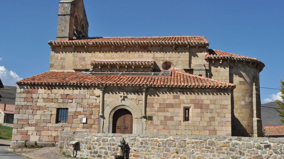 Foto: Iglesia de San Cornelio y San Cipriano situada en Revilla de Santullán, Palencia. (L.R.)
