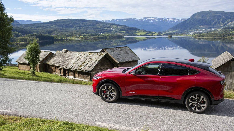 El 71,9% de los coches vendidos en Noruega en agosto eran eléctricos, y modelos como el Ford Mustang Mach-E (en la imagen) o el Tesla Model Y lideran las matriculaciones.