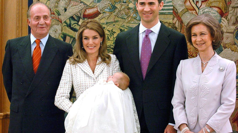 De los manolos de Letizia al Chanel de la infanta Elena: los looks de las invitadas al bautizo de Leonor