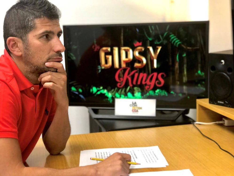 Foto: Jacobo Eireos, director de 'Los Gipsy Kings'. (Cuatro)