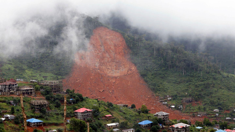 Vista general del deslizamiento de tierra sobre el pueblo de Regent, Sierra Leona. (Reuters)