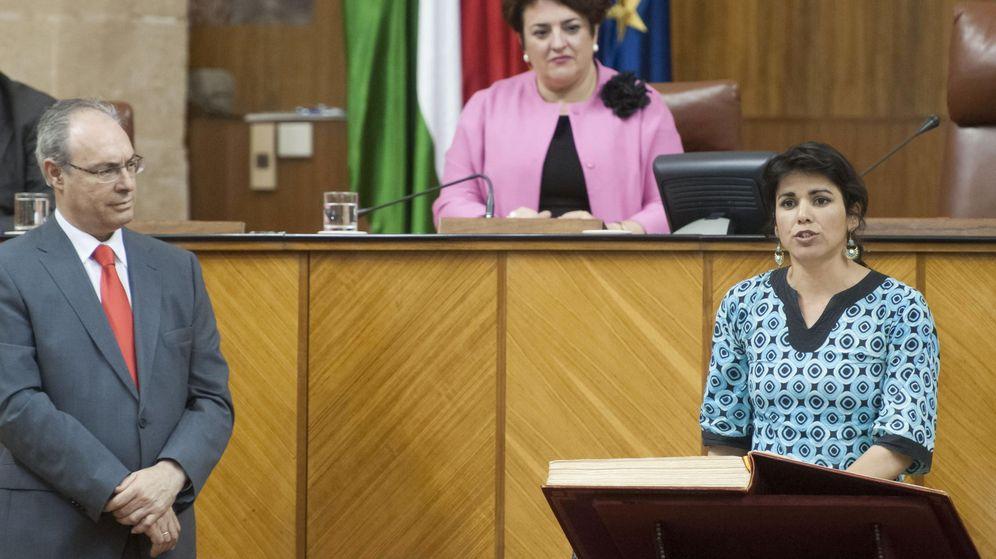 Foto: La secretaria general y portavoz del grupo Podemos en Andalucía, Teresa Rodríguez, durante la toma de posesión de su cargo como parlamentaria (EFE)