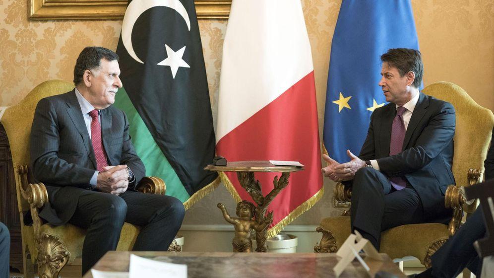 Foto: El primer ministro italiano, Giuseppe Conte, junto al primer ministro del Gobierno de Acuerdo Nacional libio, Fayez Serraj, en Roma. (EFE)