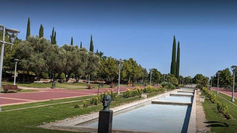 Busto (ya retirado) de Juan Carlos I en el parque de Pinto. (Google Maps)