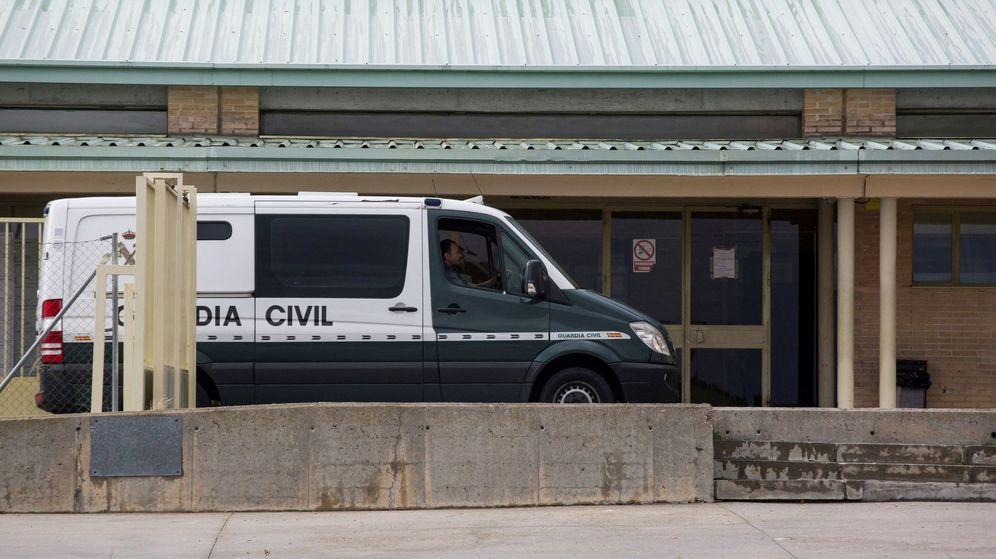 Foto: Vehículo de la Guardia Civil en Soto del Real. (EFE)