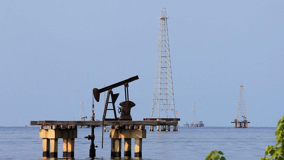 Maduro refuerza el bloqueo de la ayuda y Guaidó intenta 'tomar' la petrolera estatal