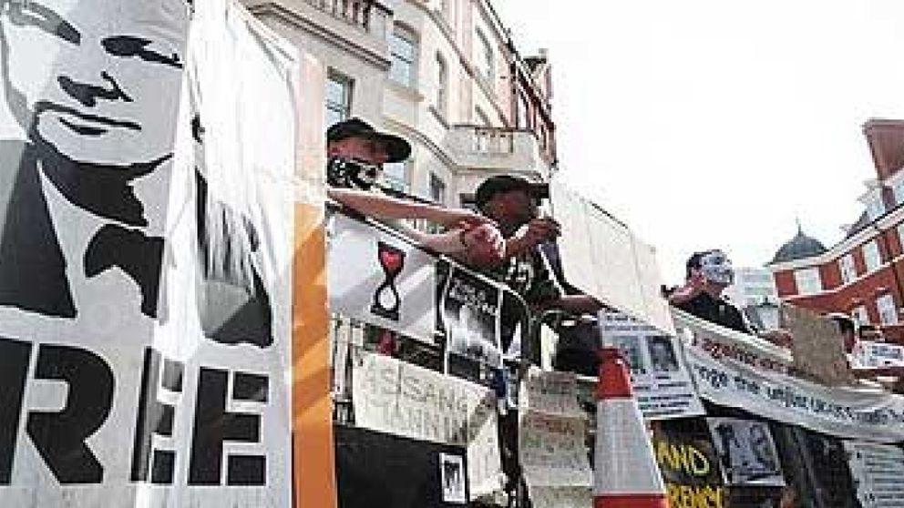 Anonymous ataca webs del Gobierno británico para apoyar a Assange