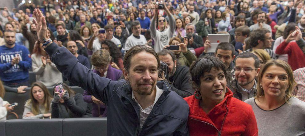 Foto: El secretario general de Podemos, Pablo Iglesias, a su llegada al mitin. (Efe)