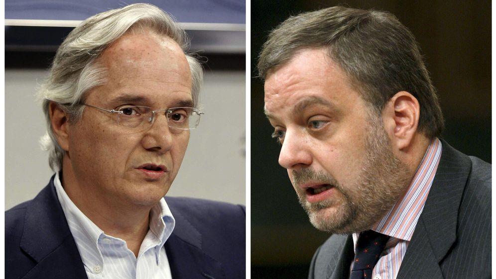 Foto: Pedro Gómez de la Serna (i) y Gustavo de Arístegui. (EFE)