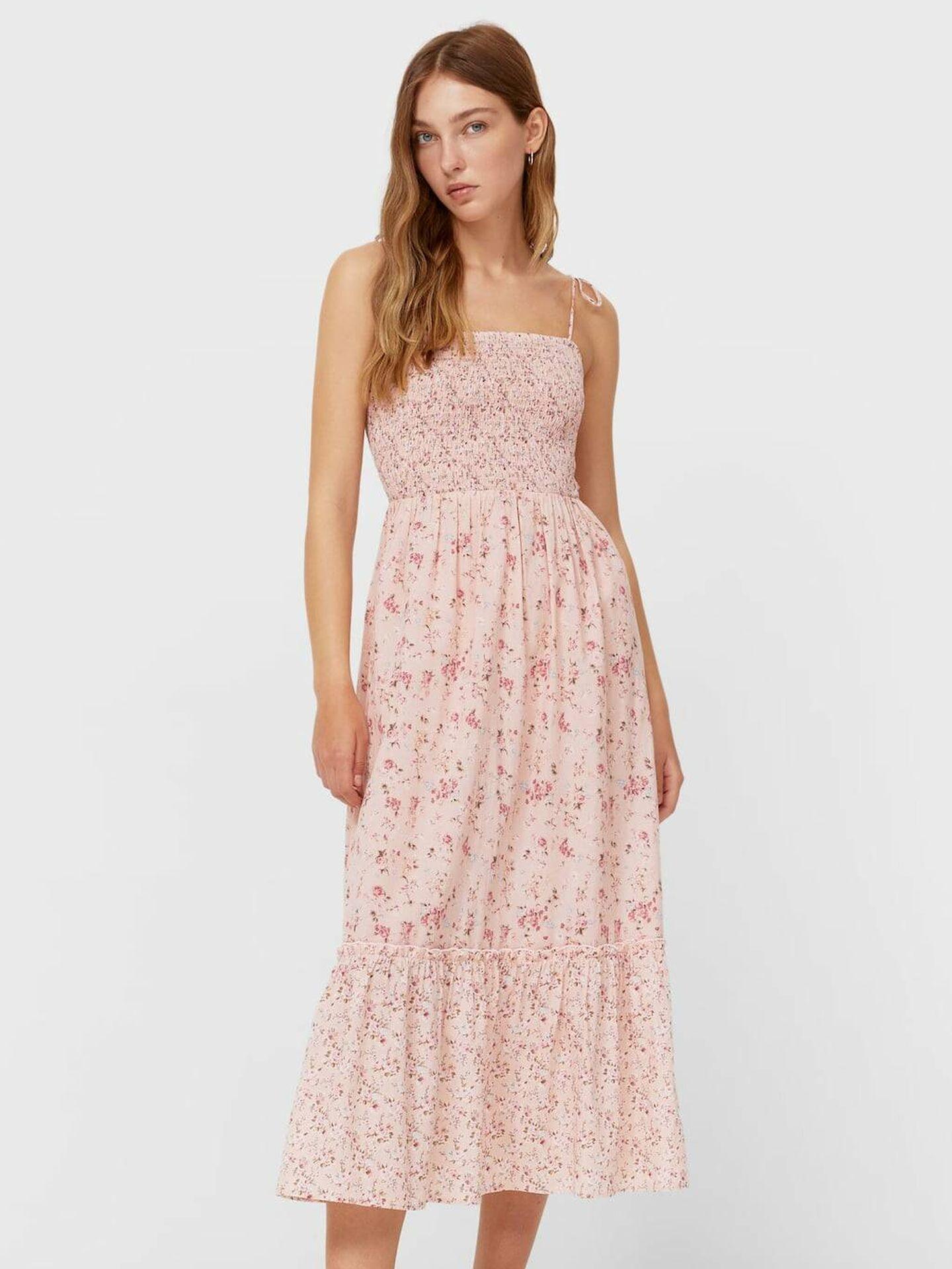 Vestido de flores de Stradivarius. (Cortesía)