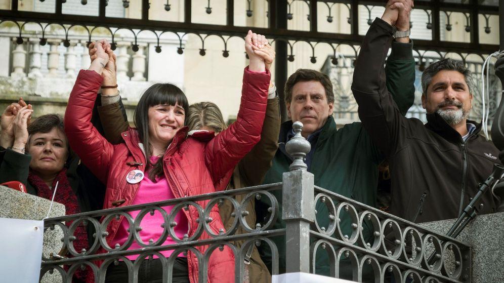 Foto: La madre de Ruth y José, Ruth Ortiz (i), la esposa y madre de los fallecidos en el doble crimen de Almonte (Huelva), Marianela Olmedo (2i), el padre de Diana Quer, Juan Carlos Quer. (EFE)