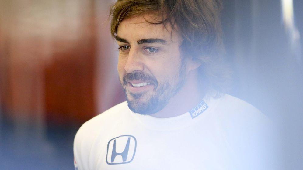 Foto: Fernando Alonso cruzó la línea de meta en decimotercera posición (Efe)