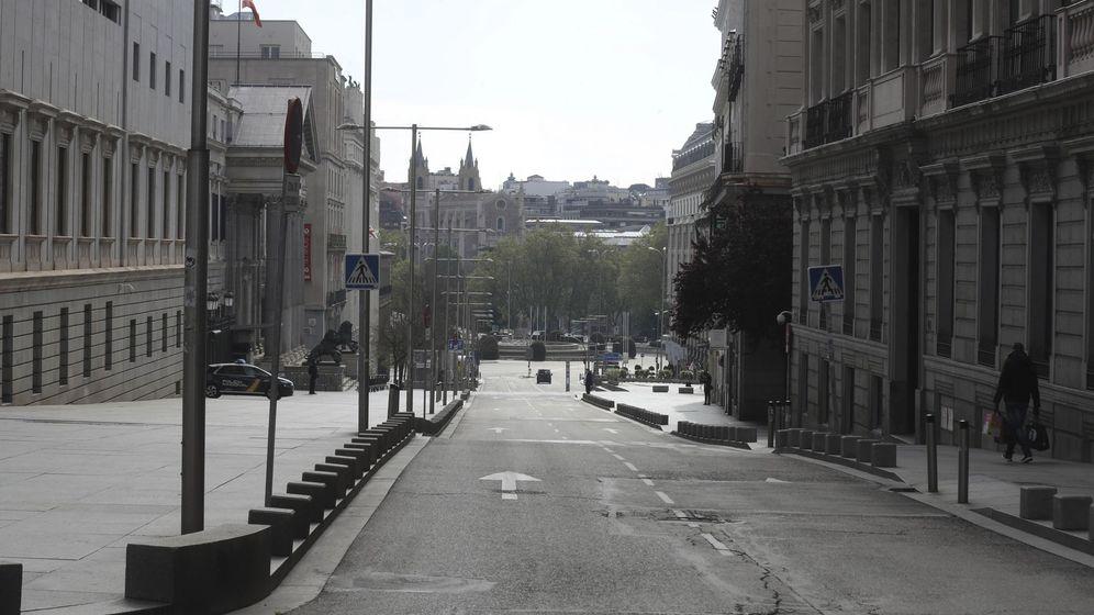 Foto: La madrileña carrera de San Jerónimo, casi desierta este miércoles. (EFE)