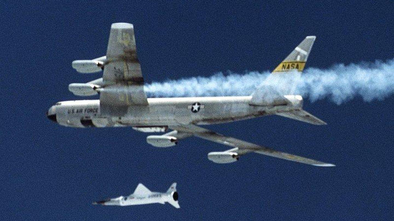 X-43 lanzado desde un B-52. (Foto: NASA)
