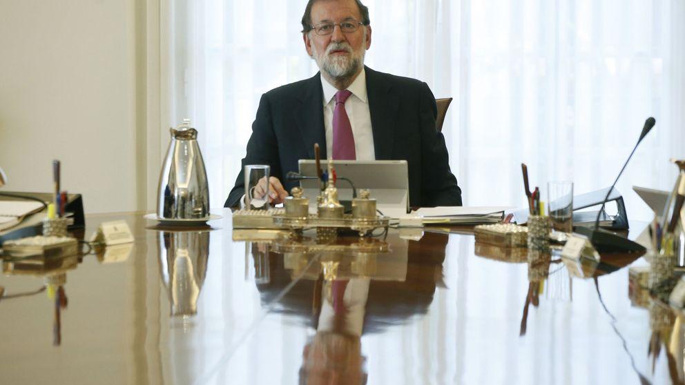 Rajoy llama a Puigdemont y pone a su disposición todos los servicios del Estado
