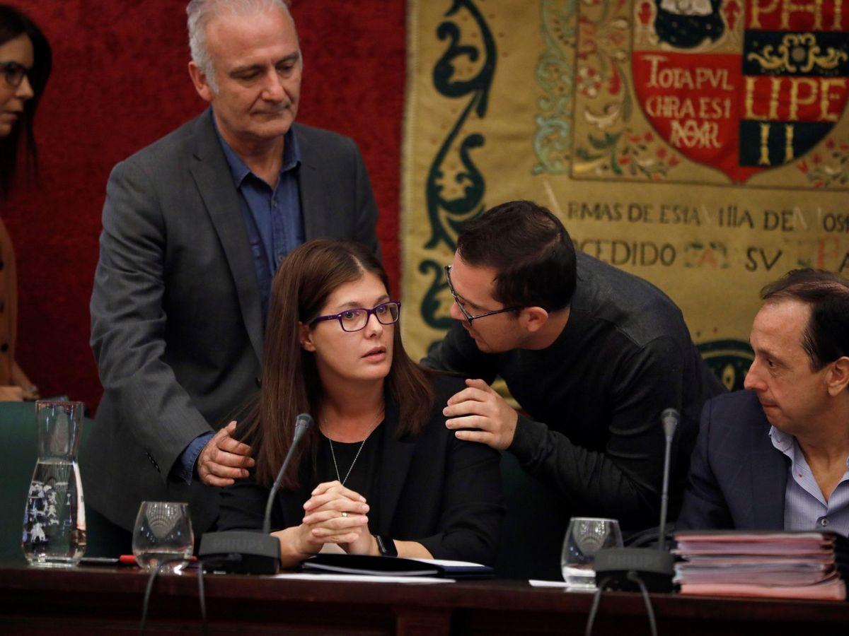Foto: La alcaldesa de Móstoles, Noelia Posse, tras ser reprobada por todos los grupos municipales por los nombramientos de cargos de confianza en 2019. (EFE)