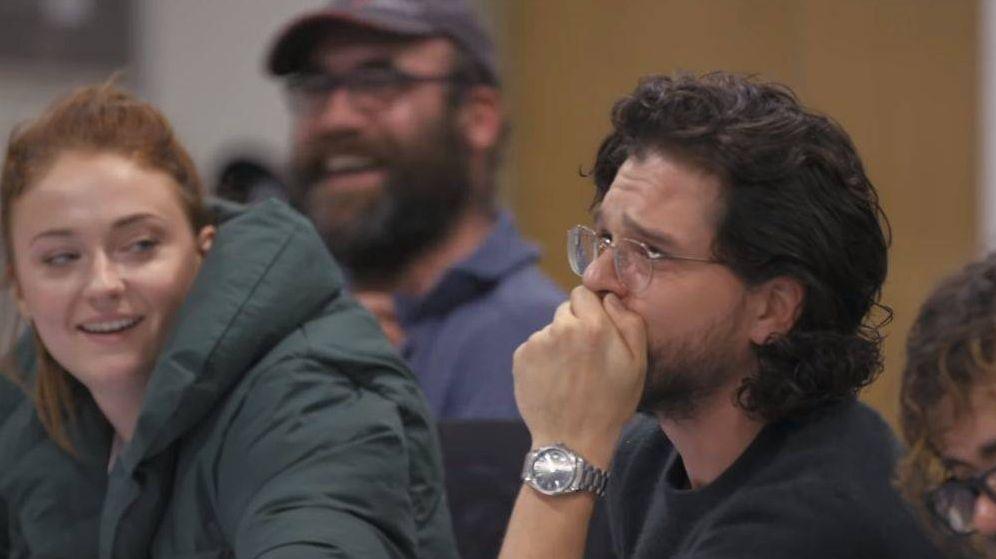 Foto: Kit Harigton cuando lee el final de 'Juego de Tronos'. (HBO)
