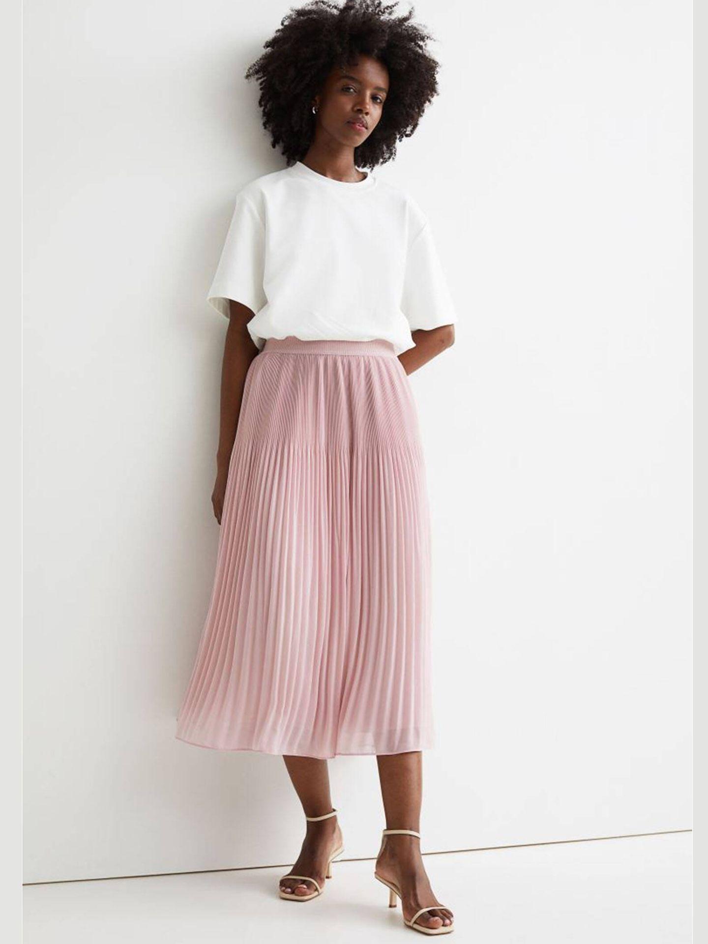 Falda midi plisada de HyM. (Cortesía)