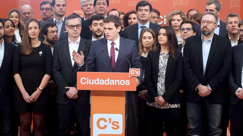 Foto: El presidente de Ciudadanos, Albert Rivera (c), durante la presentación de su equipo para la ejecutiva del partido. (EFE)