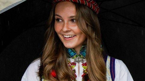 La princesa Ingrid de Noruega se impone a la lluvia en la celebración del Día Nacional