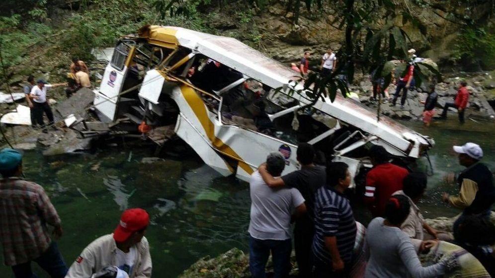Foto: Así quedó el autobús después de la caída (Twitter/@CapitalVeracruz)