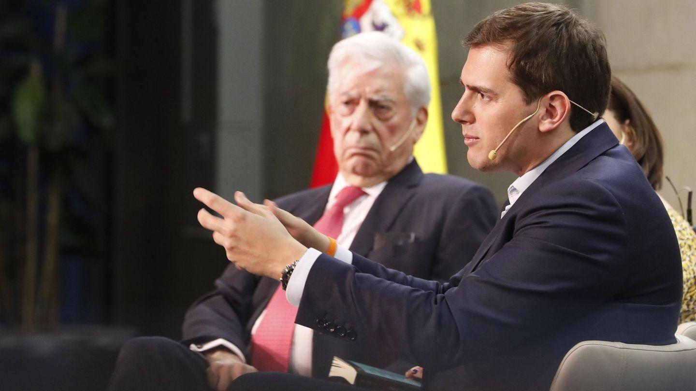 Albert Rivera, junto a Mario Vargas Llosa. (EFE)