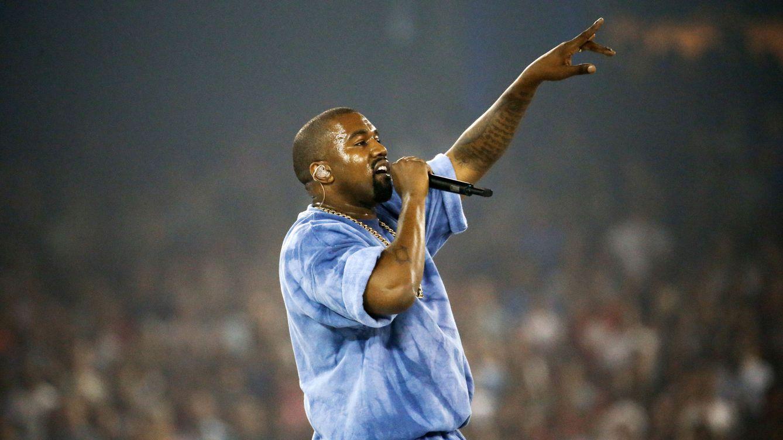 Kanye West la lía en un desfile al cantar quiero follarme a Taylor Swift