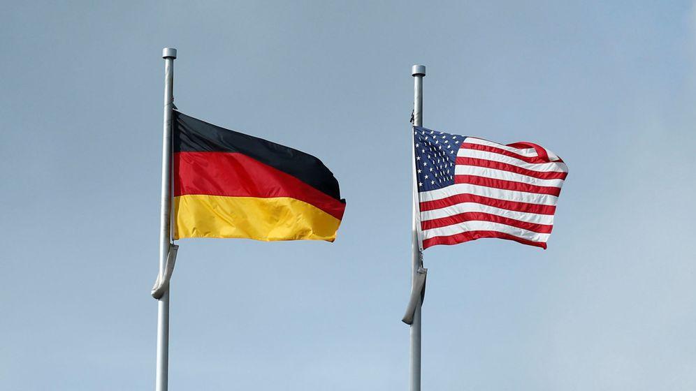 Foto: La bandera de Alemania (izquierda) y EEUU (derecha). (Reuters)