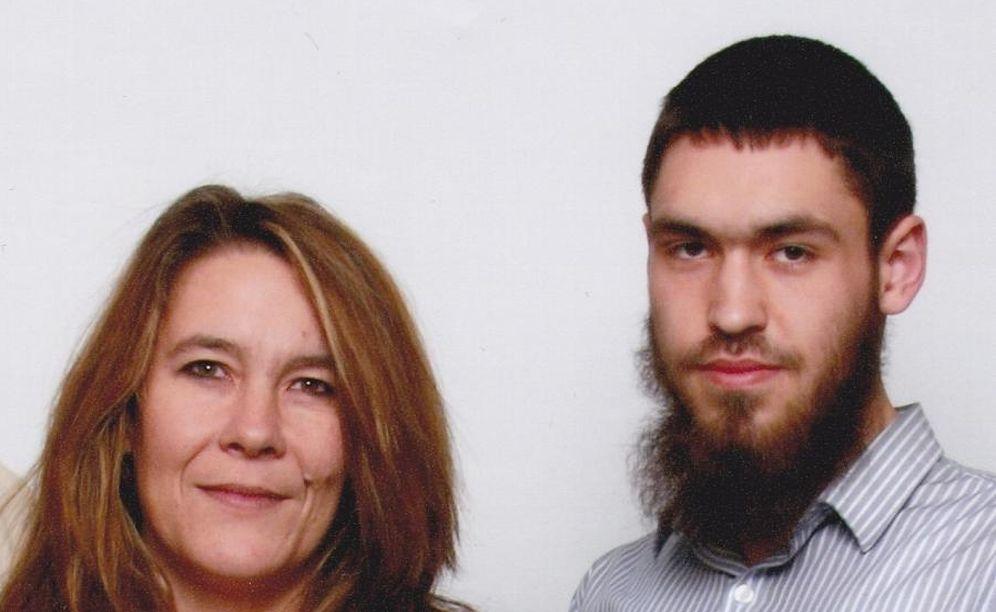 Foto: La canadiense Christianne Boudreau con su hijo Damian tras su conversión al islam.