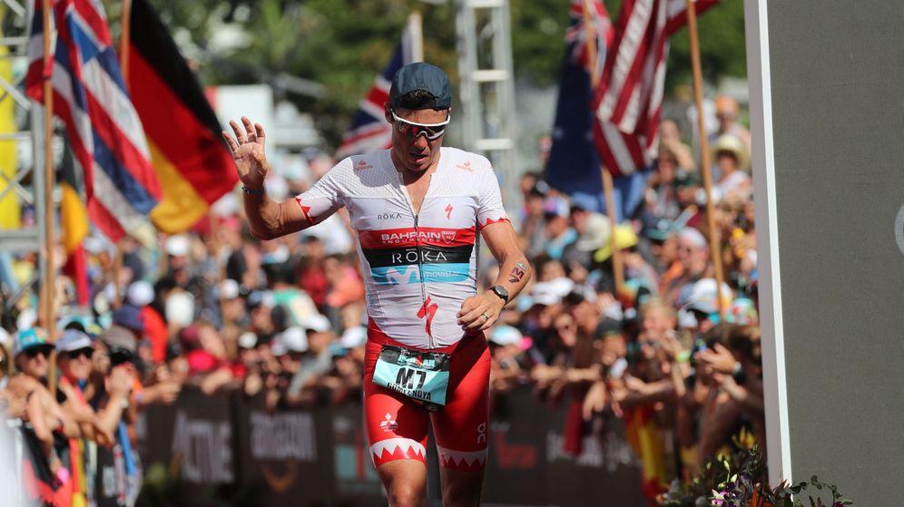 Foto: Javier Gómez Noya entrando a la meta del Ironman de Kona. (EFE)