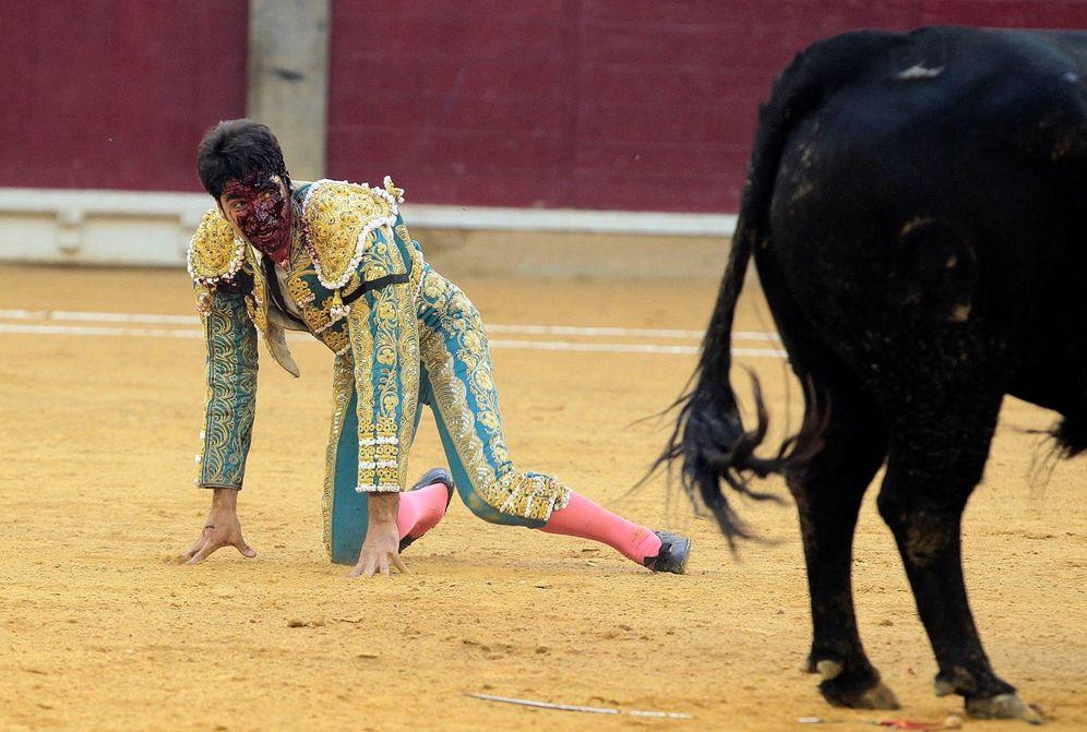 Foto: Cayetano sufre una grave cornada en la Feria de Zaragoza