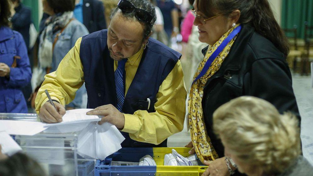 Foto: Llegada del voto por correo (Efe)