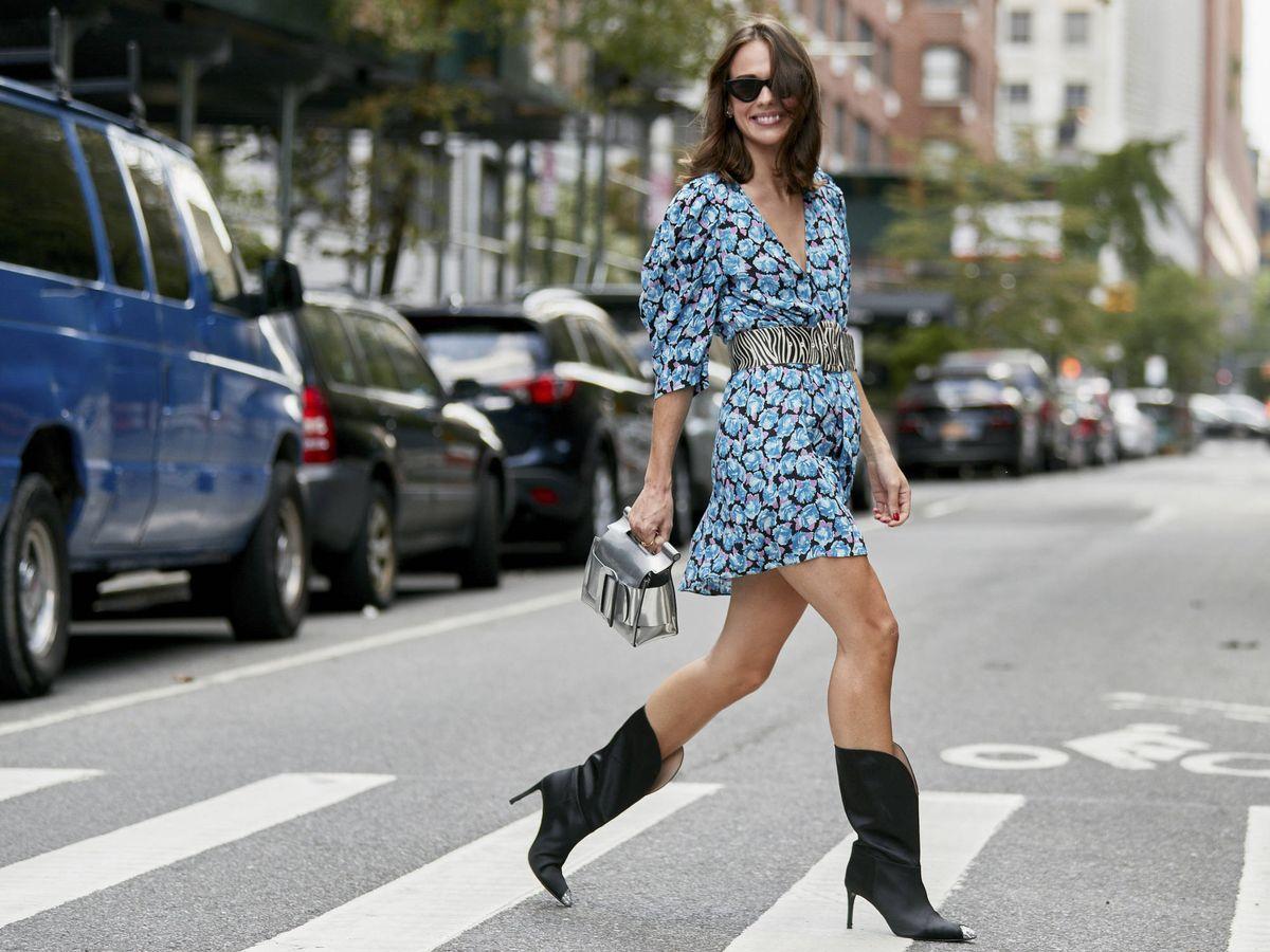 Foto: Las botas cowboy mantienen su reinado en el street style. (Imaxtree)