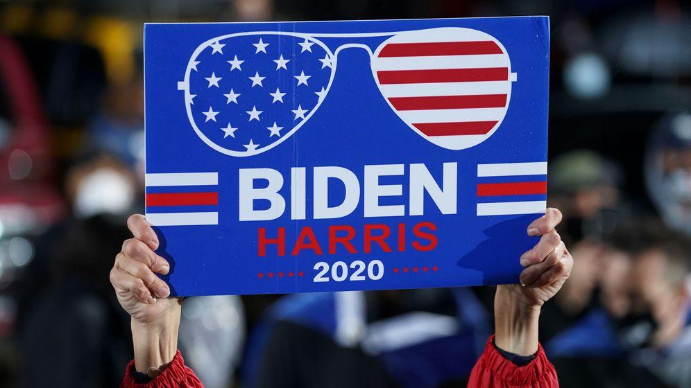 Foto: Cartel de apoyo de la candidatura de Joe Biden, en Filadelfia. (Reuters)