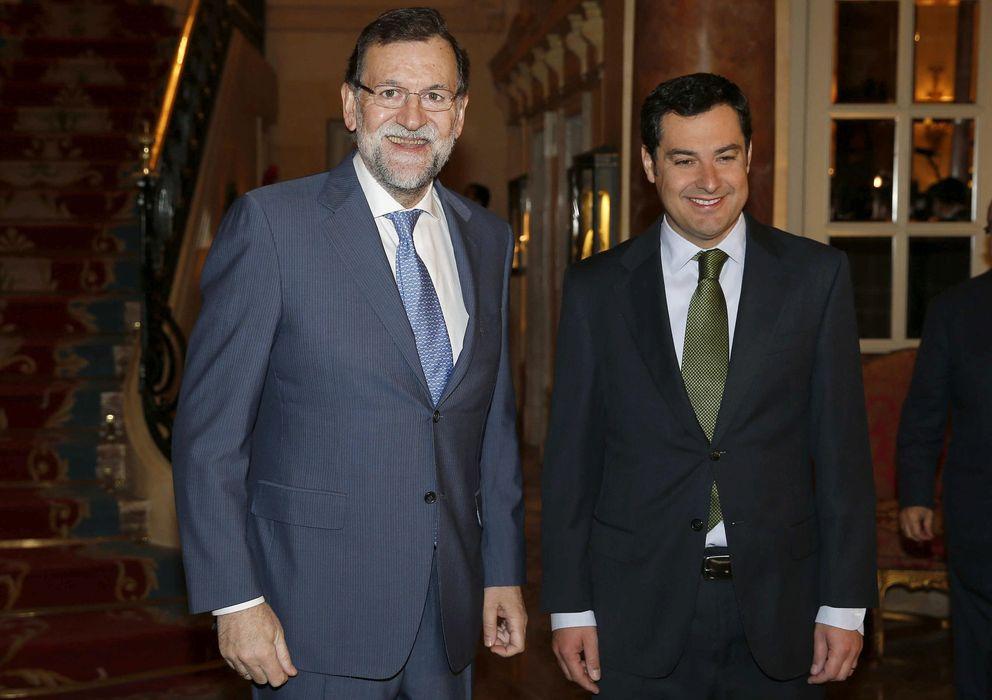 Foto: Mariano Rajoy y Juanma Moreno durante el desayuno informativo (EFE)